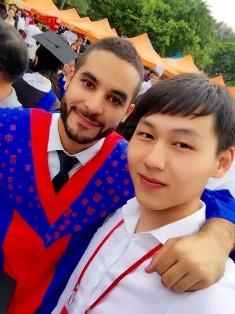 Mathieu Lassed avec étudiant chinois-université de Canton  2015